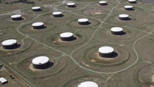 Hoa Kỳ: Tồn kho dầu thô tiếp tục giảm nhanh