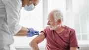 Anh: Tiêm vắc xin liều thứ ba cho những người trên 50 tuổi