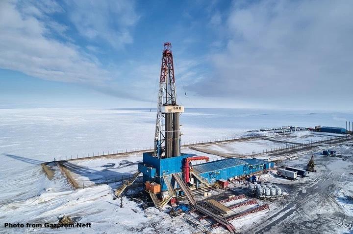 Gazprom Neft tiếp tục phát triển công nghệ nâng cao khả năng thu hồi dầu và khử parafin thủy lực trong lọc hóa dầu