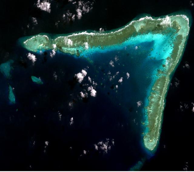 """200 tàu cá Trung Quốc bị """"tố"""" xuất hiện tại rạn san hô ở Trường Sa"""