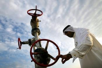 Ả Rập Xê-út cắt giảm nguồn cung dầu cho châu Âu và châu Á