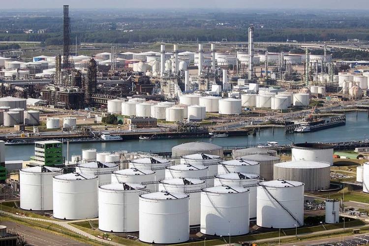 Lượng dầu thừa dự trữ trong đại dịch Covid-19 gần như đã cạn kiệt