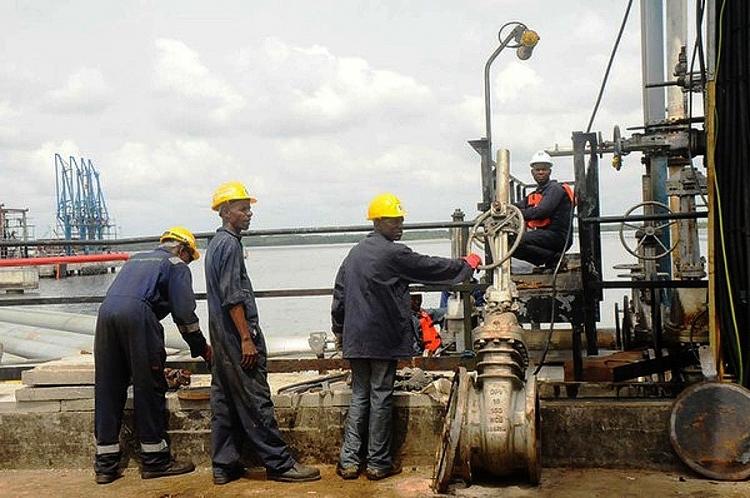 Quốc hội Nigeria thông qua luật cải cách ngành dầu mỏ