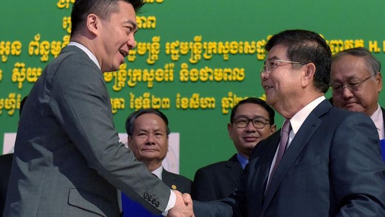 Campuchia lần đầu tiên khai thác dầu mỏ