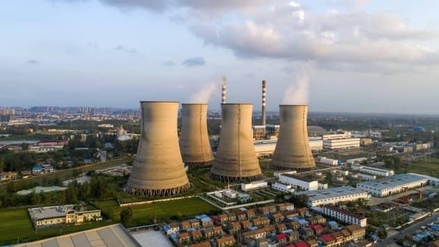 IEA cảnh báo khí thải các-bon tăng, phục hồi kinh tế chưa bền vững