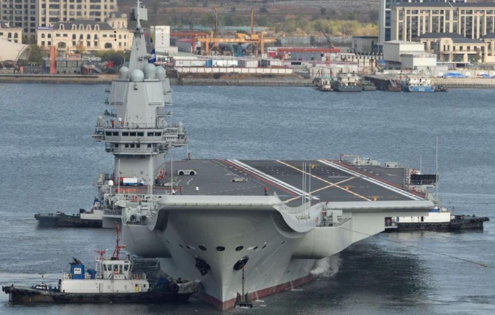 Tàu sân bay Sơn Đông là một thiết kế sao chép từ tàu sân bay Liêu Ninh với nhiều hạn chế về năng lực tác chiến. (Nguồn: Reuters)