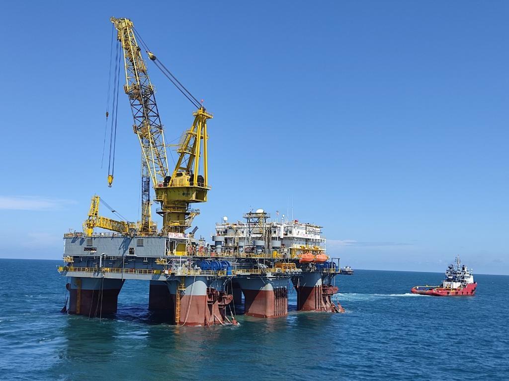 Giàn khoan PV DRILLING V được kéo khỏi vùng biển Vũng Tàu về Keppel Fels Shipyard, Singapore.