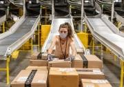 Từ Amazon đến Starbucks: Các tập đoàn lớn nhất thế giới trả lương cho nhân viên như thế nào trong đại dịch?
