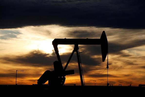 Nga và Ả Rập Saudi bất đồng mức cắt giảm sản lượng dầu, Mỹ quyết không tham gia