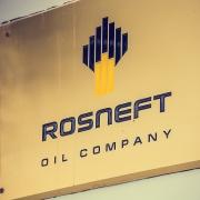 Rosneft trao quyền bán dầu cho Trafigura và Total