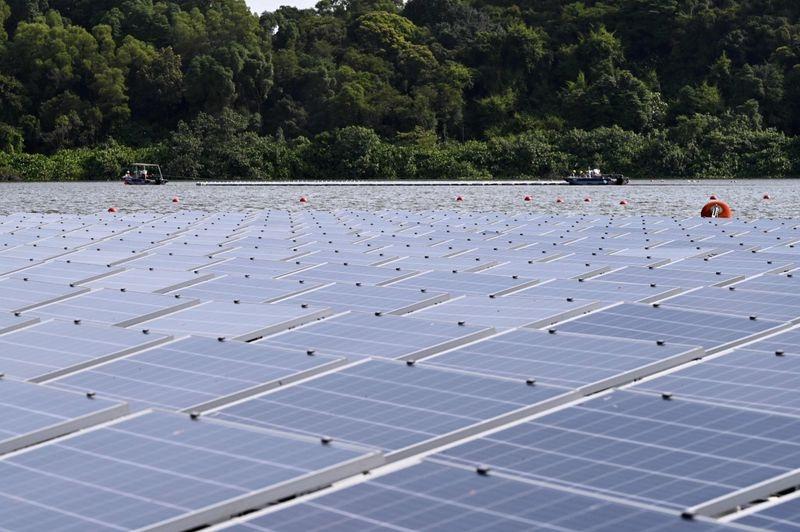 """Singapore chuẩn bị """"hoán đổi"""" vị trí trung tâm dầu mỏ vì một tương lai xanh hơn"""