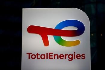 TotalEnergies mua mạng lưới sạc xe điện lớn nhất ở Singapore