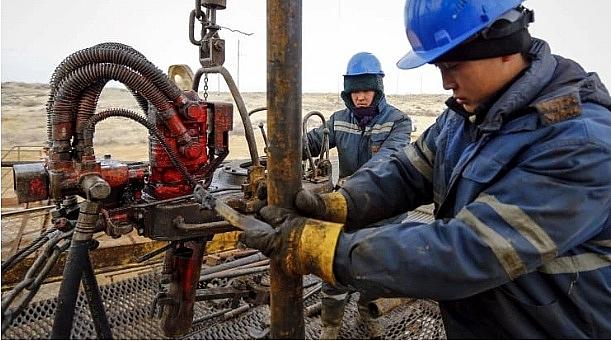 Các ông lớn dầu mỏ ghi nhận khoản lỗ kỷ lục trong năm 2020