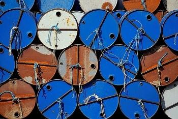 Giá dầu hôm nay 29/10 tiếp tục giảm do tồn kho Mỹ tăng cao