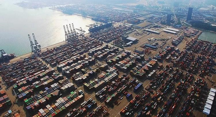 Quang cảnh cảng Yantian của Trung Quốc
