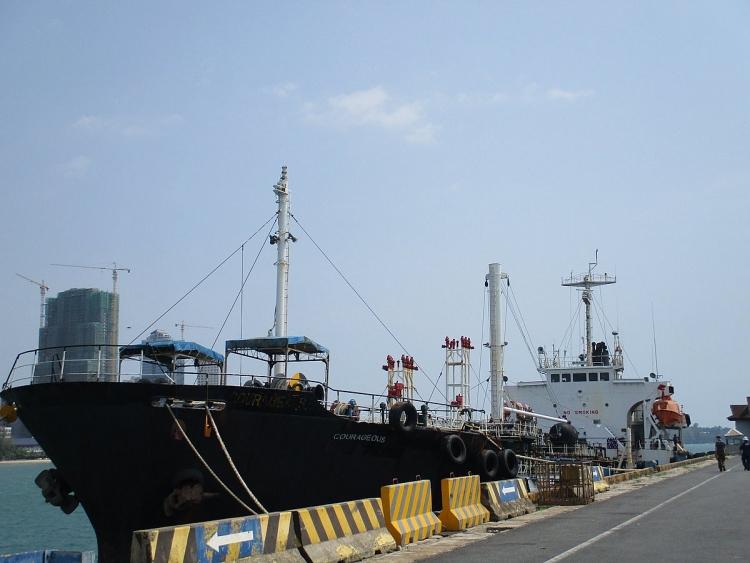 Tàu dầu M/T Courageous do một công dân Singapore làm chủ và điều hành bị giới chức Campuchia bắt giữ vào tháng 3.2020