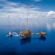 Tin thị trường: Khảo sát mới nhất của Reuters cho thấy giá dầu Brent bình quân năm 2021 dự kiến giảm